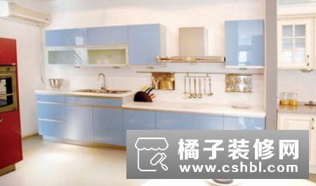 居橱柜的保养首先应注意台面的保养和清洁也和大同小异:门板保养