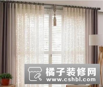 春季窗帘要多厚?薄纱窗帘,质地厚实的窗帘能为空间营造的是安全感